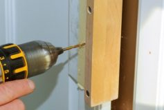 How to Put Handles on a Wardrobe